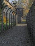 Φράκτης του barbwire στο στρατόπεδο συγκέντρωσης Auschwitz Ι στοκ φωτογραφία