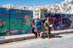 Φράκτης χωρισμού μεταξύ των εβραϊκών και αραβικών μερών της πόλης στοκ εικόνα με δικαίωμα ελεύθερης χρήσης