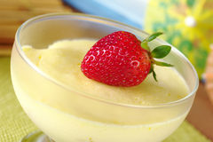 φράουλα επιδορπίων κρέμα&sig Στοκ εικόνες με δικαίωμα ελεύθερης χρήσης
