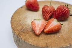 Φράουλα που τεμαχίζεται Στοκ εικόνες με δικαίωμα ελεύθερης χρήσης