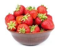 Φράουλα στο κύπελλο που απομονώνεται στο άσπρο υπόβαθρο Στοκ Εικόνα