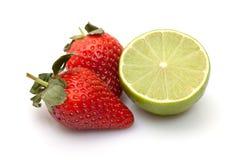 φράουλες ασβέστη στοκ φωτογραφίες