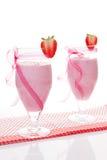 φράουλες δύο κουνημάτων γάλακτος στοκ φωτογραφία