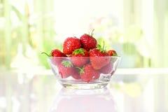 φράουλες πιάτων Στοκ Εικόνα