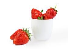 Φράουλες σε μια άσπρη ανασκόπηση στοκ εικόνα με δικαίωμα ελεύθερης χρήσης
