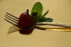 Φράουλα και δίκρανο Στοκ φωτογραφία με δικαίωμα ελεύθερης χρήσης