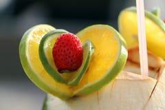 Φράουλα και ασβέστης στο κοκτέιλ καρύδων Στοκ φωτογραφία με δικαίωμα ελεύθερης χρήσης