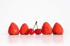 Φράουλα και κεράσι Στοκ Φωτογραφίες
