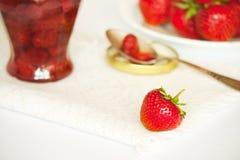 Φράουλα και μαρμελάδα φραουλών Στοκ Φωτογραφία