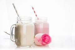 Φράουλα και μπανάνα milkshakes στοκ φωτογραφία