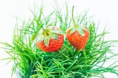 Φράουλα που απομονώνεται στην άσπρη διακοπή υποβάθρου Στοκ εικόνα με δικαίωμα ελεύθερης χρήσης