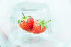 Φράουλα που απομονώνεται στην άσπρη διακοπή υποβάθρου Στοκ φωτογραφίες με δικαίωμα ελεύθερης χρήσης