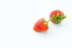 Φράουλα που απομονώνεται στην άσπρη διακοπή υποβάθρου Στοκ Φωτογραφία