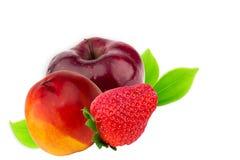 Φράουλα ροδάκινων νεκταρινιών φρούτων της Apple που απομονώνεται στο λευκό Στοκ εικόνα με δικαίωμα ελεύθερης χρήσης