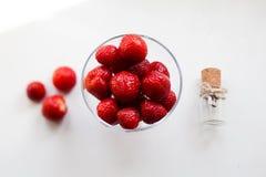 Φράουλα σε ένα κύπελλο Στοκ Εικόνες