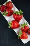 Φράουλα στο άσπρο πιάτο Στοκ εικόνες με δικαίωμα ελεύθερης χρήσης
