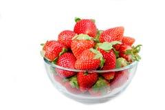 Φράουλα στο κύπελλο στο άσπρο υπόβαθρο Στοκ φωτογραφίες με δικαίωμα ελεύθερης χρήσης