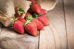 Φράουλα στο ξύλο Στοκ Εικόνες