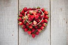 Φράουλα στο ξύλο Στοκ Φωτογραφία