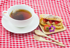 Φράουλα eclairs Στοκ εικόνες με δικαίωμα ελεύθερης χρήσης
