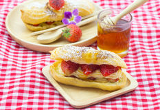Φράουλα eclairs Στοκ Εικόνες