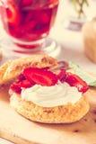 Φράουλα shortcake με την κρέμα Στοκ εικόνες με δικαίωμα ελεύθερης χρήσης