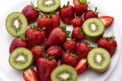 Φράουλες και ακτινίδια στοκ φωτογραφία με δικαίωμα ελεύθερης χρήσης