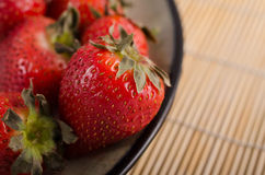 Φράουλες και μπαμπού Στοκ Εικόνα