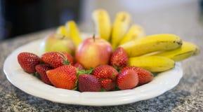 Φράουλες και μπανάνα Στοκ Φωτογραφίες