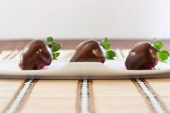 Φράουλες με τη σοκολάτα Στοκ φωτογραφία με δικαίωμα ελεύθερης χρήσης