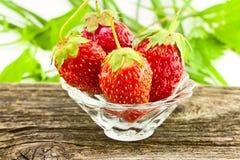 Φράουλες σε ένα βάζο γυαλιού Στοκ φωτογραφίες με δικαίωμα ελεύθερης χρήσης