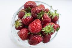 Φράουλες σε ένα βάζο γυαλιού Στοκ φωτογραφία με δικαίωμα ελεύθερης χρήσης