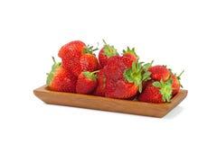 Φράουλες σε ένα κύπελλο στο λευκό Στοκ Εικόνες