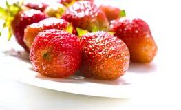 Φράουλες σε ένα πιάτο Στοκ Φωτογραφία