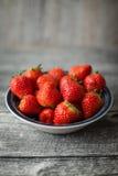 Φράουλες στο κύπελλο 3 στοκ φωτογραφία