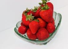 Φράουλες στο πιάτο γυαλιού Στοκ Φωτογραφία