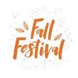 Φράση εγγραφής φεστιβάλ πτώσης με τα φύλλα διανυσματική απεικόνιση