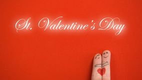Φράση ημέρας βαλεντίνων του ST και αγκάλιασμα του ζεύγους προσώπου δάχτυλων στο κόκκινο υπόβαθρο, αγάπη απεικόνιση αποθεμάτων