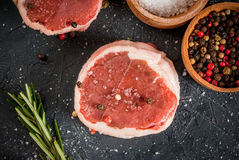 Φρέσκα ακατέργαστα μενταγιόν βόειου κρέατος Στοκ Φωτογραφία