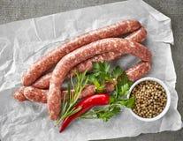 Φρέσκα ακατέργαστα λουκάνικα κρέατος Στοκ Φωτογραφία
