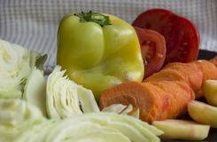 Φρέσκα λαχανικά, λάχανο, πιπέρι, καρότο, ντομάτα, πατάτα στοκ φωτογραφίες με δικαίωμα ελεύθερης χρήσης