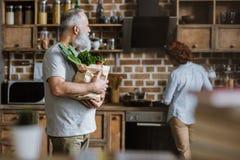 φρέσκα λαχανικά ατόμων Στοκ Φωτογραφίες
