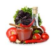 Φρέσκα λαχανικά, ελαιόλαδο και σάλτσα ντοματών Στοκ Φωτογραφία