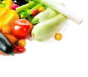 Φρέσκα λαχανικά που απομονώνονται στην άσπρη ανασκόπηση Με τη θέση για το α στοκ εικόνα
