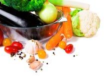 Φρέσκα λαχανικά που απομονώνονται στην άσπρη ανασκόπηση Με τη θέση για το α στοκ φωτογραφίες
