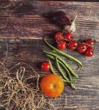 Φρέσκα λαχανικά στον ξύλινο πίνακα το φθινόπωρο Στοκ φωτογραφίες με δικαίωμα ελεύθερης χρήσης