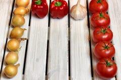 Φρέσκα λαχανικά στο άσπρο ξύλο Στοκ φωτογραφίες με δικαίωμα ελεύθερης χρήσης