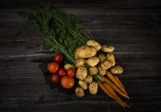 Φρέσκα λαχανικά στο ξύλινο υπόβαθρο Στοκ εικόνα με δικαίωμα ελεύθερης χρήσης
