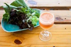 Φρέσκα λαχανικό και φρούτα μιγμάτων στοκ εικόνα με δικαίωμα ελεύθερης χρήσης
