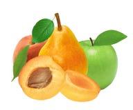 Φρέσκα βερίκοκο, ροδάκινο, μήλο και αχλάδι που απομονώνονται στο λευκό Στοκ εικόνες με δικαίωμα ελεύθερης χρήσης